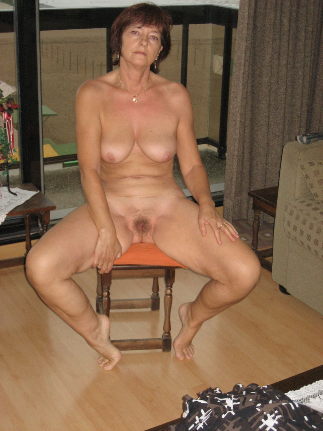 TAMARA: Mature mother nude