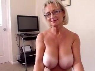 Video mature handjob