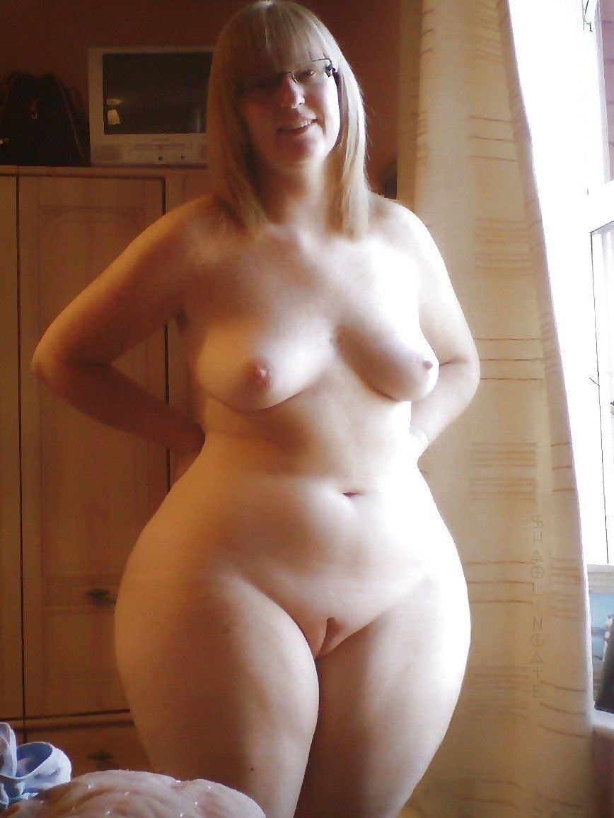Can Nude pics of girls with wide hips tiny waist