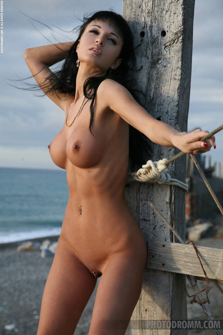 Hottest nude chicks on the planet