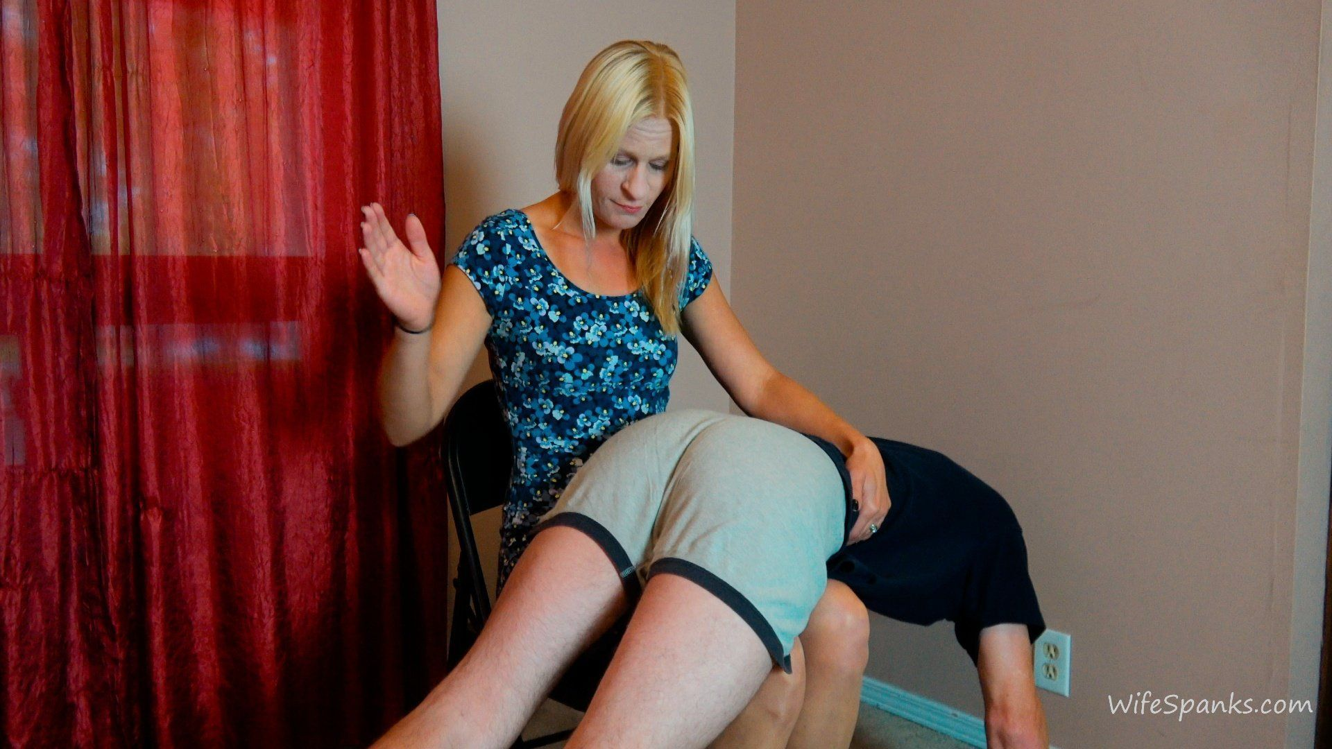 Accross her knee spank spank whack   Sex archive  Comments: 4