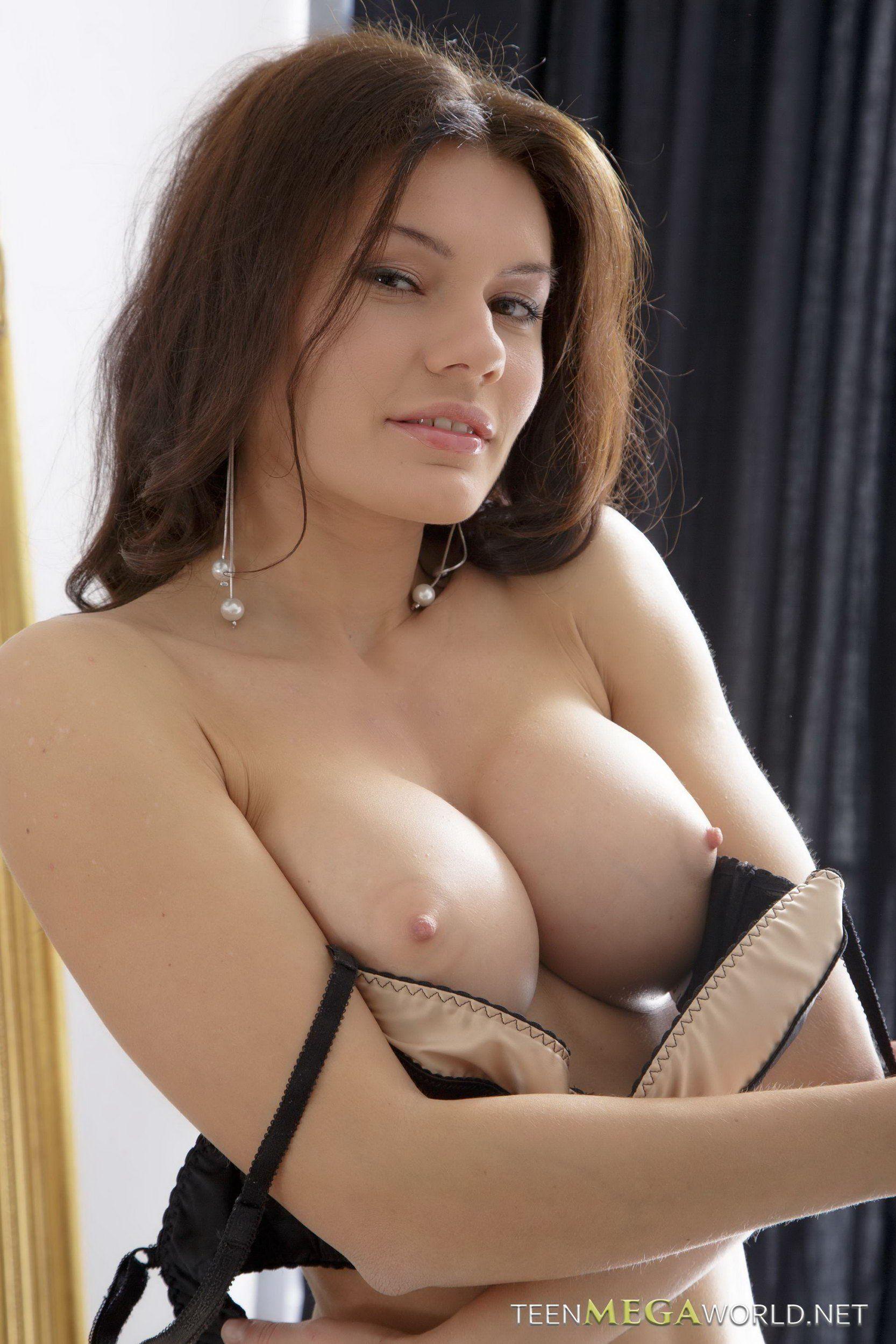 Sexy tennis nude babes