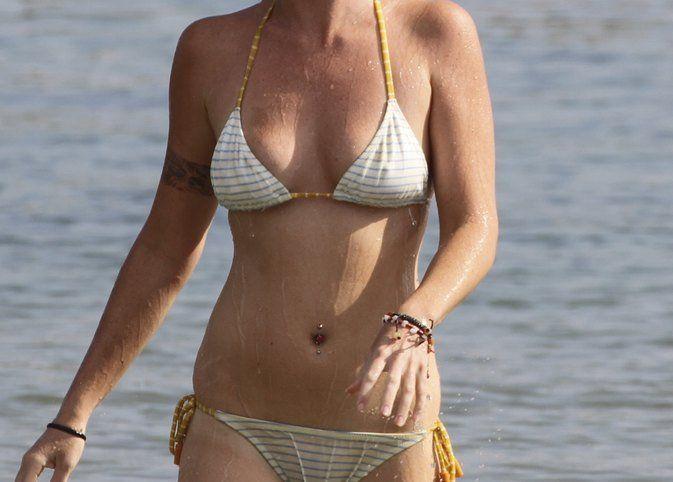 Bikini belly ring