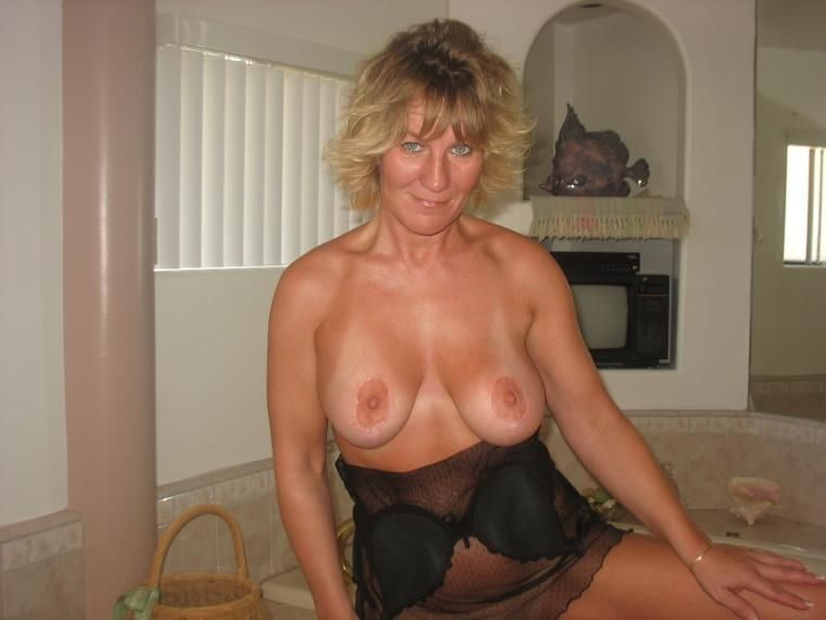 Tin M. reccomend My wife shows tits
