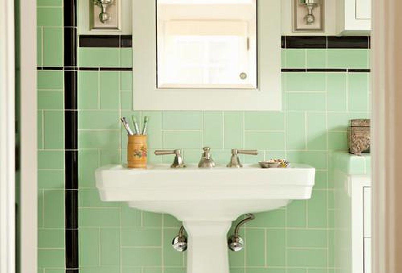 Latex primer in shower tiles