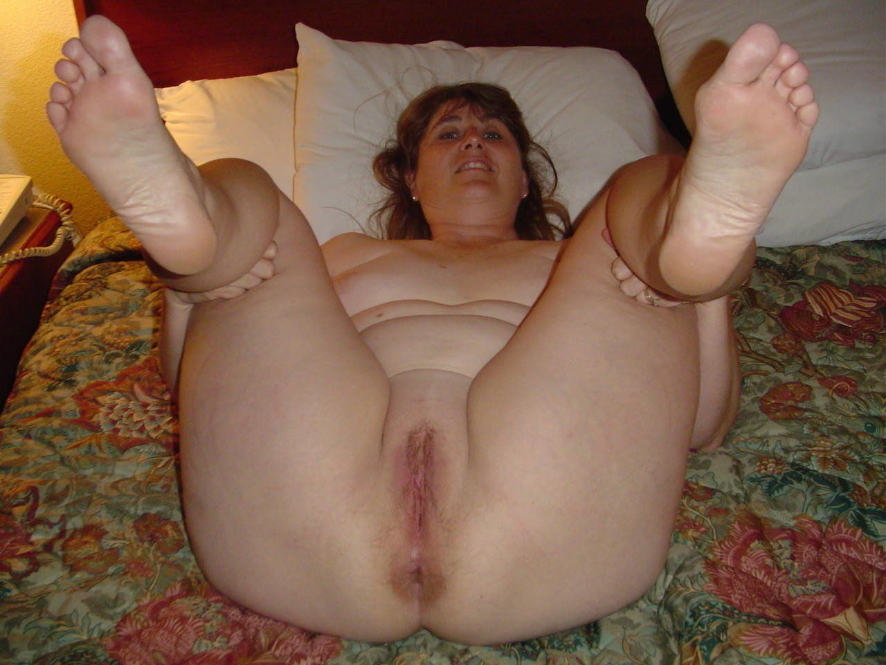 Granny pussy and feet . Random Photo Gallery. Comments: 4