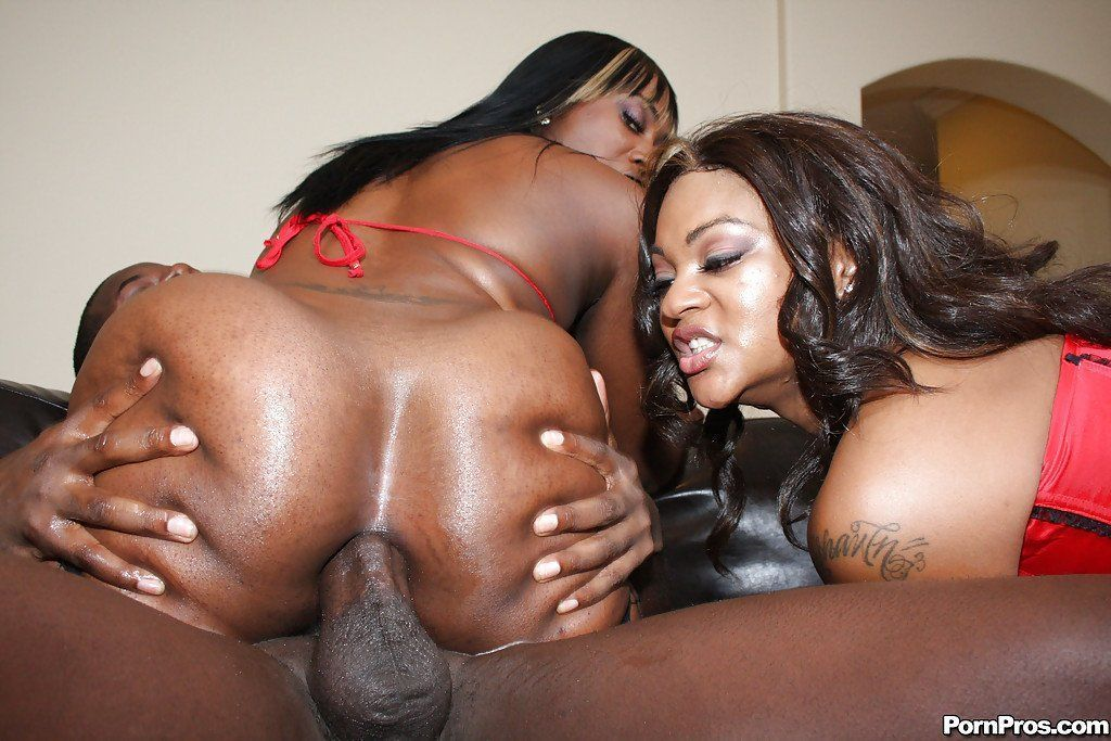 Sexy ebony girl anal insertion