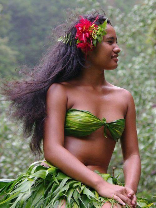 Pinkie reccomend Beautiful woman in luau