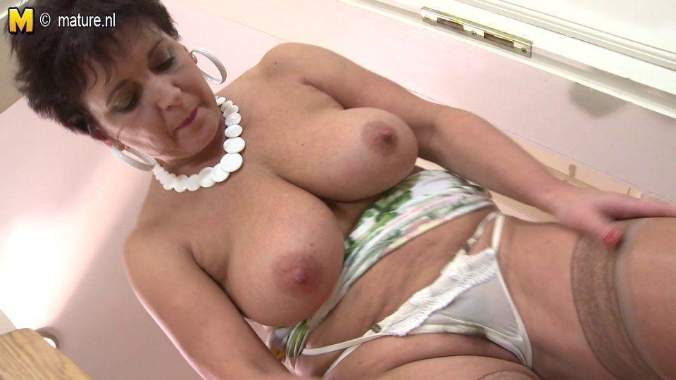 Milf boobs voyaguer