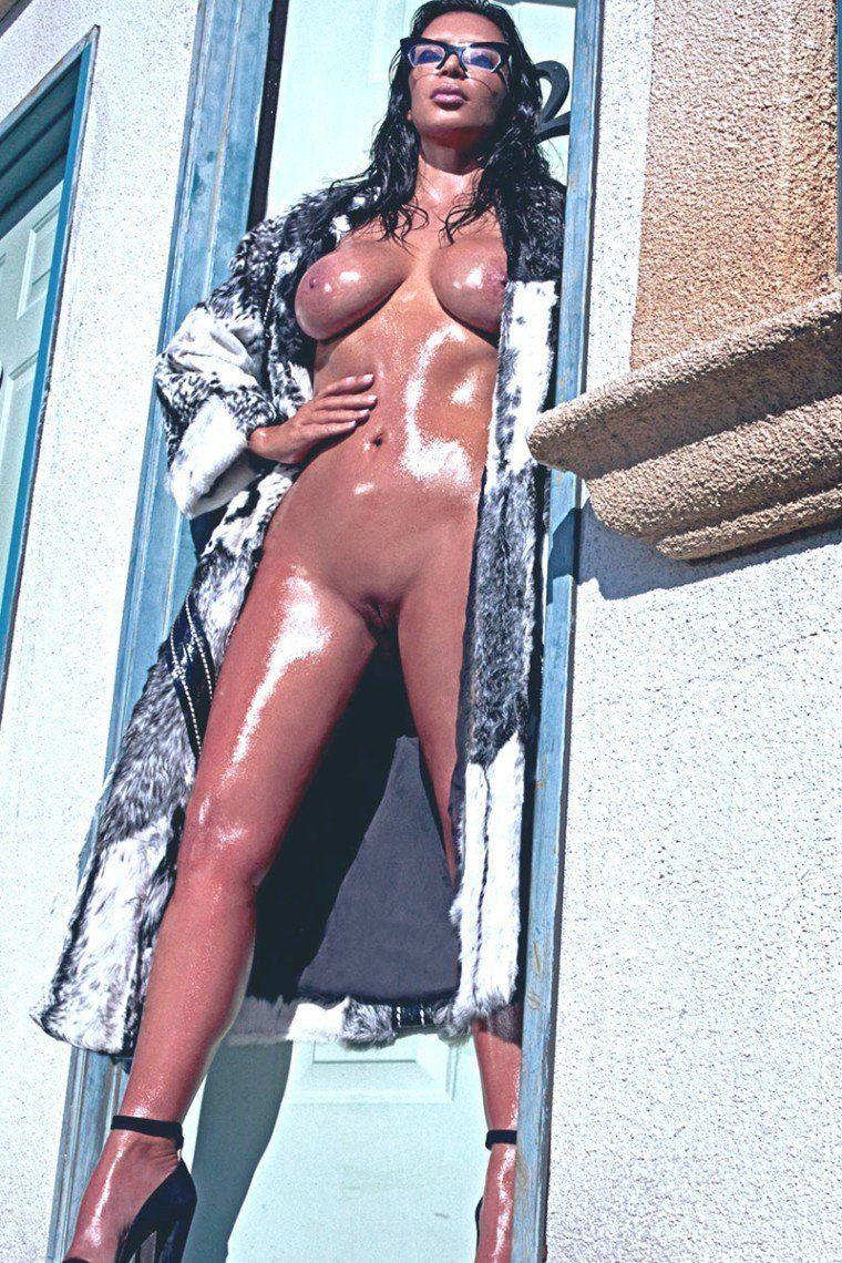 Playboy kim kardashian pussy in bed