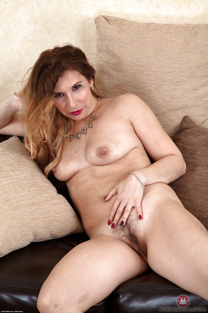 Oiled women butt nude