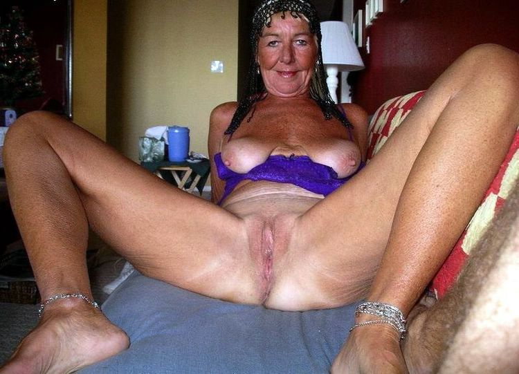 Pic of old women nude showing shaved pussy