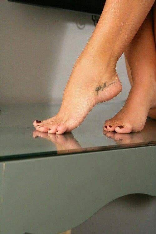 Young teen sexy feet