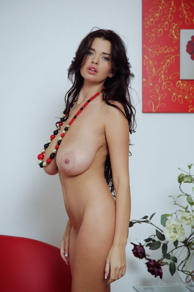 very-hot-porn-models-dd-breast-nude