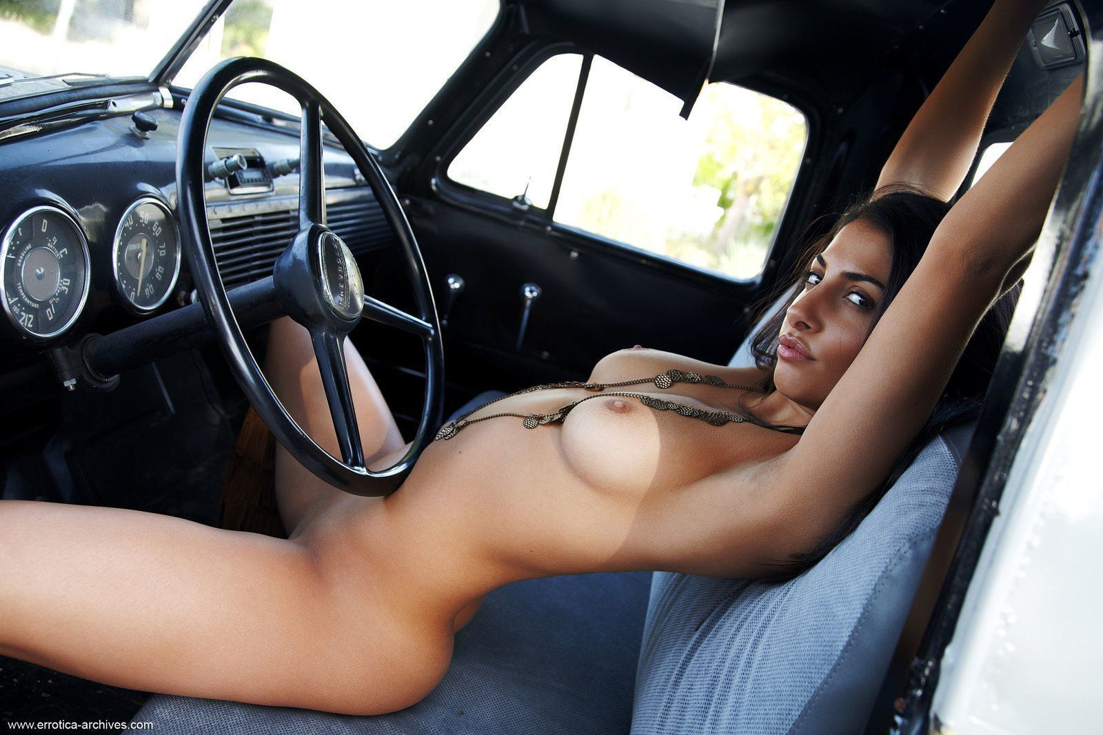 Nakedwomen with hot rod