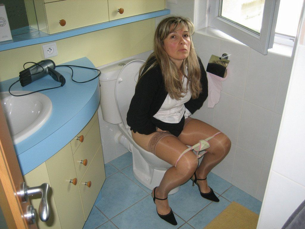 best of In Mature toilets pissing ladies