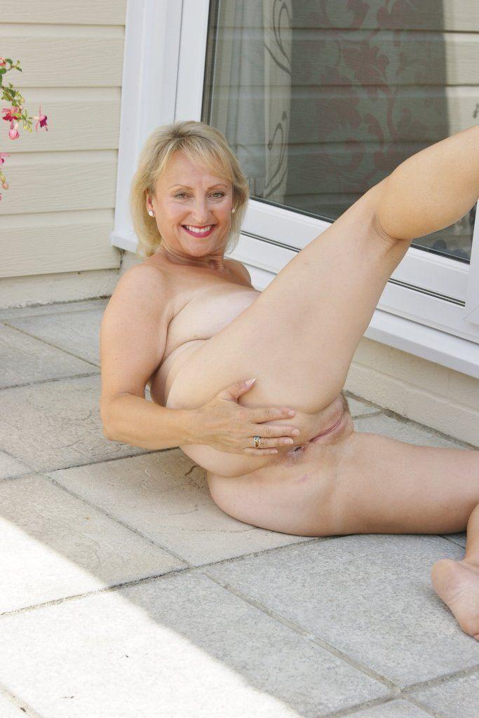 Free nude mature slut pictures — img 2