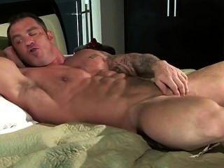 Jackoff gay muscle cock img
