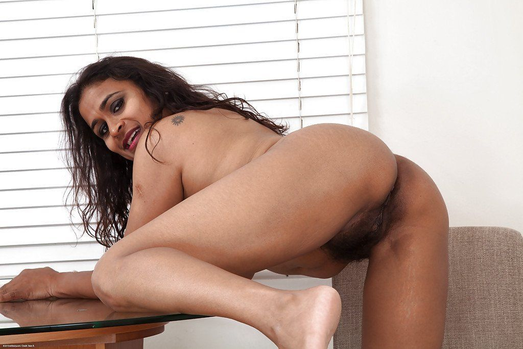 Nude Indian Mature Pussy