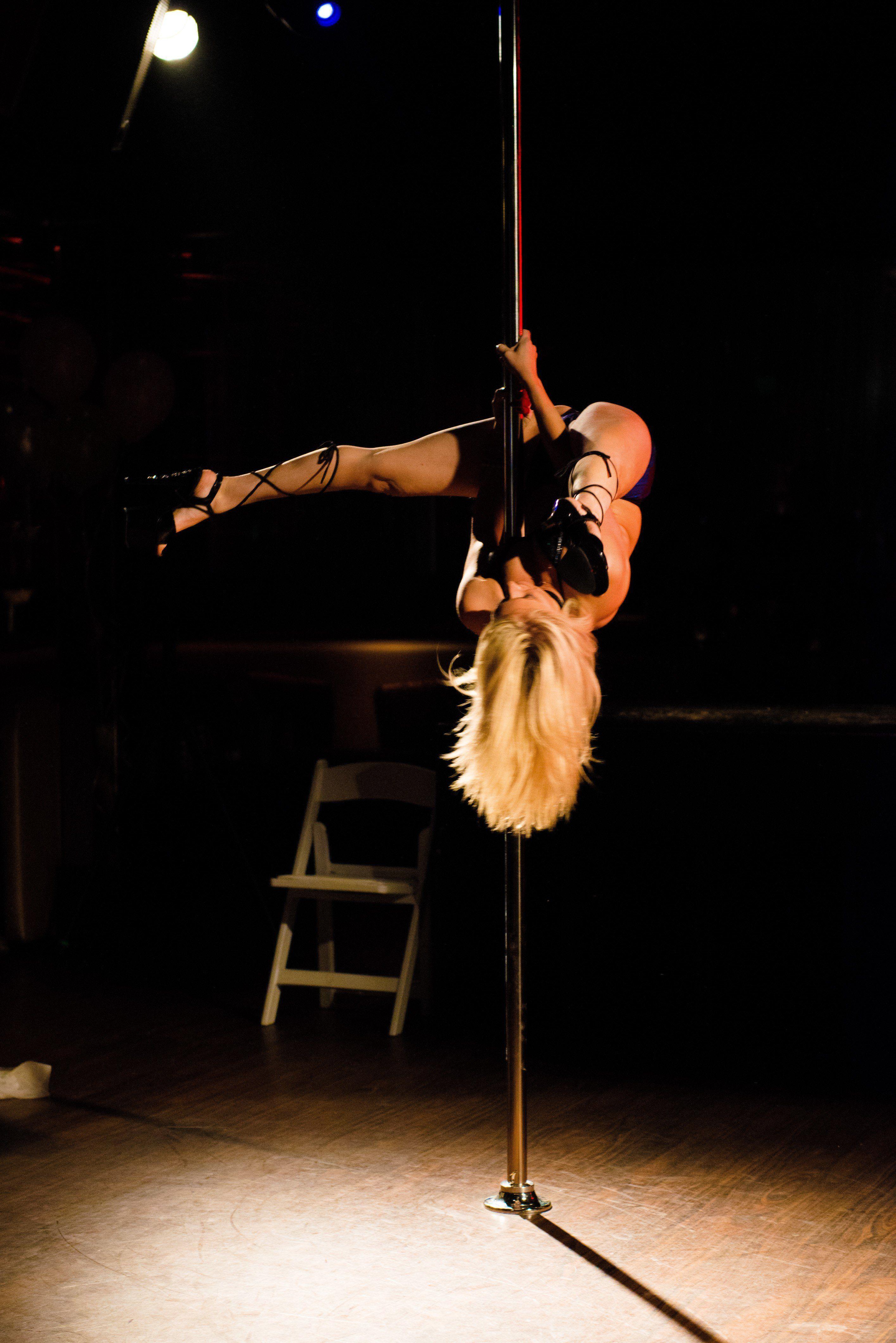 Ashley Dance Porn sexy blonde pole dancer - porn clips. comments: 4