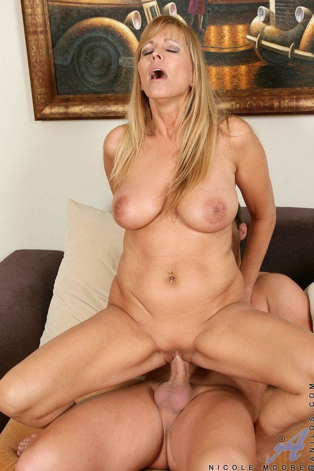 Pictures naked women sex milf