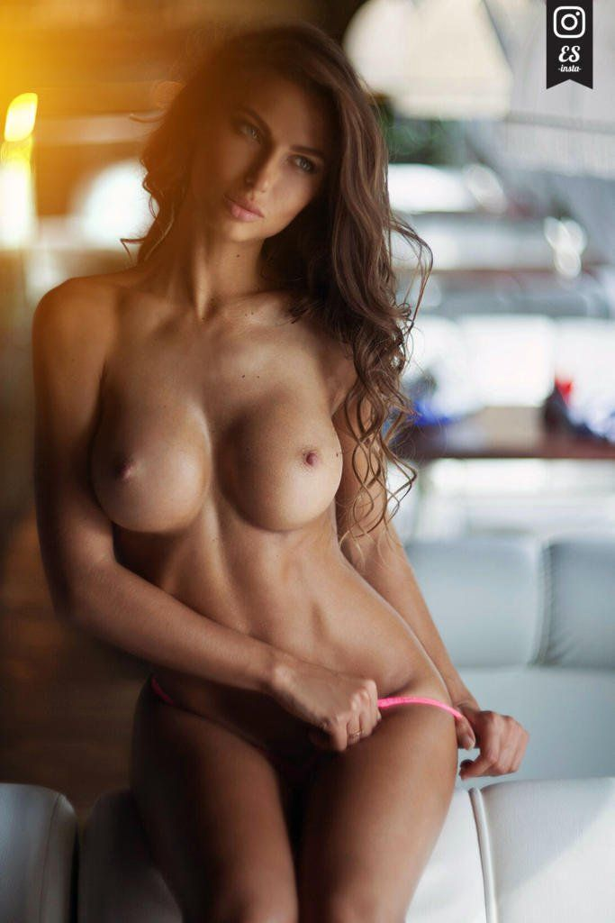 Black L. reccomend Sexy topless fitness girl